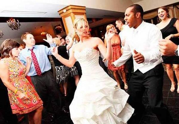 за конкурс гостей столом знакомства на свадьбе для