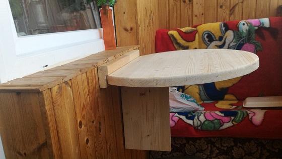 Elegant hier is een opklapbare tafel op het balkon with for Opklapbare tafel
